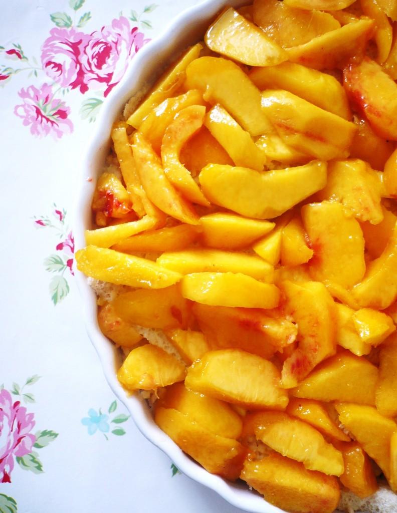 Pfirsich-Weißbrot-Gratin: Mit diesem Essen holst Du den Sommer zurück!