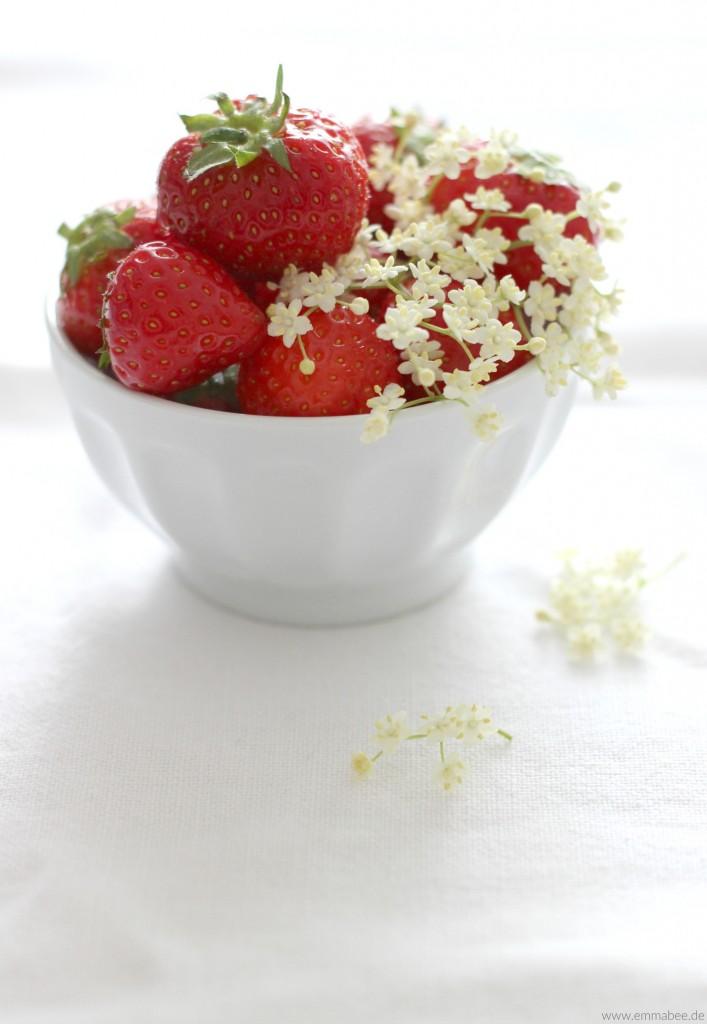EmmaBee Rezept Bio-Erdbeereis Holunder