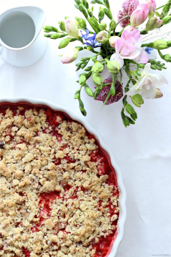 {Rezept} Erdbeer-Rhabarber-Crumble
