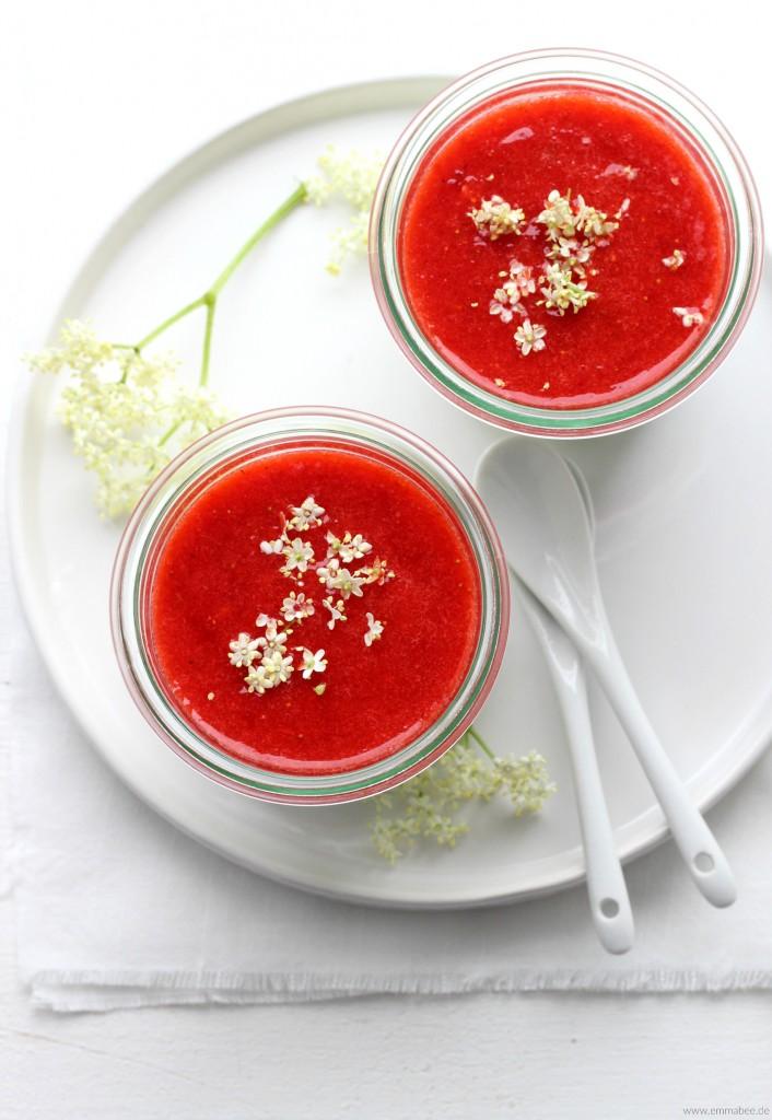 EmmaBee Rezept Bayerische Creme mit Erdbeeren und Holunder