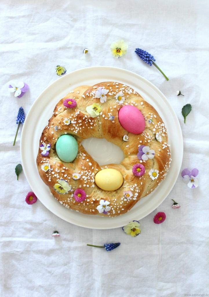 {Rezept} Dieser Osterkranz holt den Frühling auf den Tisch…