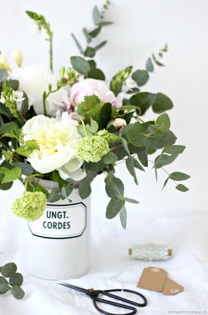 {DIY} Mit Blumen dekorieren: Der 5-Minuten Frühlingsblumenstrauss