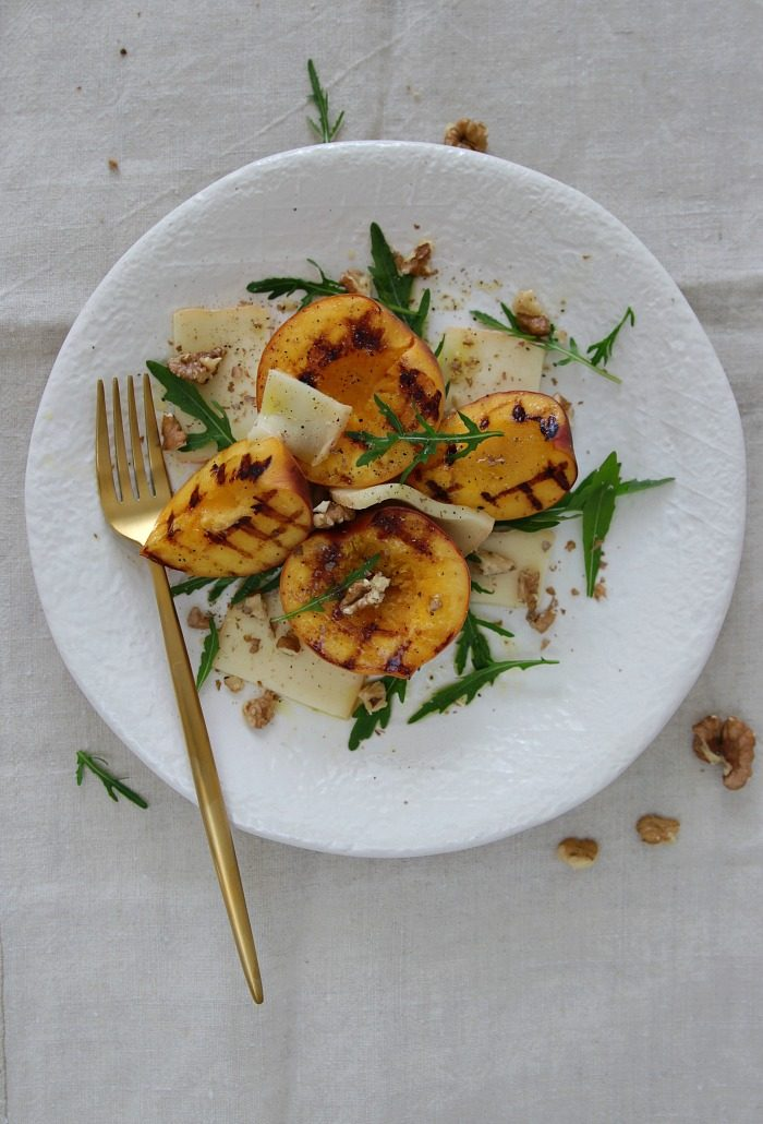 {Rezept} Wunderbare Sommerküche: Gegrillter Pfirsich-Taleggio-Salat Enthält Werbung aufgrund von Markennennung