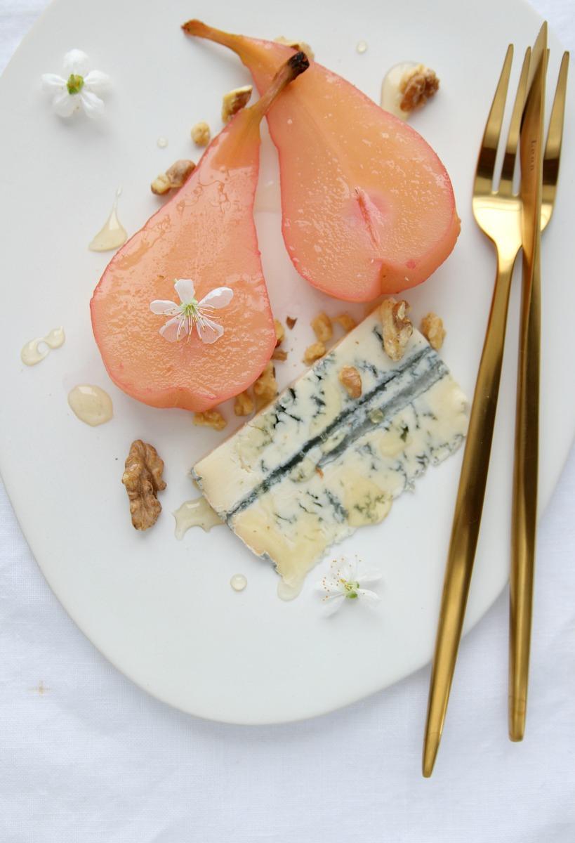 Rosé-Birne mit Blauschimmelkäse
