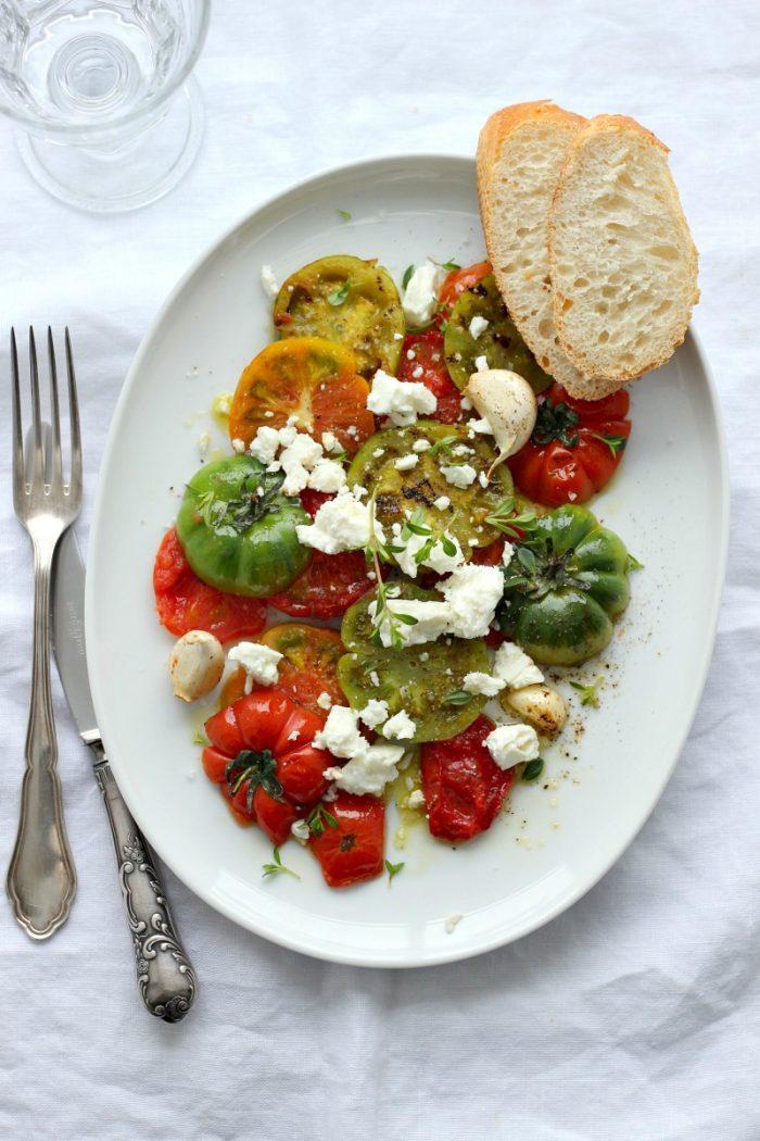 {Rezept} Tomatensalat mit Bohnenkraut, Feta und Knoblauch
